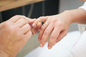 Jaki manicure pielęgnacyjny wybrać? Podpowiadamy!