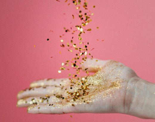 Olejek zdrobinkami złota – poznaj torozświetlające rozwiązanie!