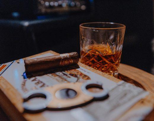 Blended whisky – co wyróżnia szkocką odmianę tego trunku?
